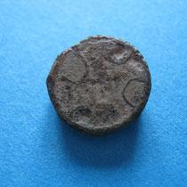 zellenschmelz schijffibula kruisvorm met gele/witte glaspasta(8e/9e eeuw)