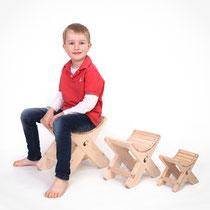 Holzhocker Ronix mit Kind