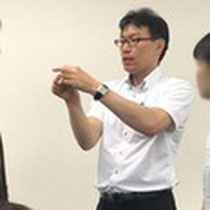 大野木先生が頸椎の動きを解説する様子