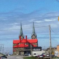 nette Kirche auf dem Weg