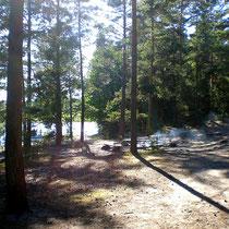 Auf der gesamten Insel verteilt gibt es von der Naturschutzbehörde Finnlands gepflegte Zeltplätze mit Feuerstellen.