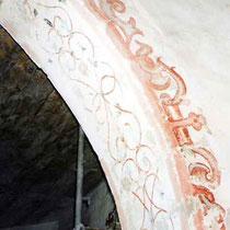 Chorraum, Spitzbogen, Vorderseite und Laibung, spätgotische Malerei, Aufnahme während der Freilegung