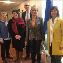 Vizepräsidentin der LandFrauen Württemberg-Hohenzollern Christa Fuchs mit den Vertreterinnen der Schwesterverbände und Botschaftsrat Hans Koeppel