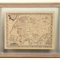 Cuadro con marco de madera y cristal con mapamundi antiguo