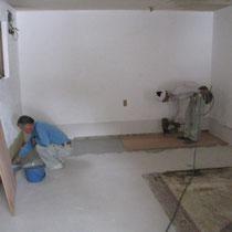 床の杉板は大工さんにやってもらいました!