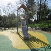 Aire de jeux pour les enfants de 3 à 8 ans à côté de la gendarmerie à Sillé le Guillaume © Office de Tourisme de Sillé le Guillaume