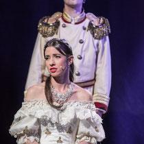 Melanie Oster in der Rolle der Sissi, Musicalkomödie, Tasche Shows, Foto Rolf Demmel
