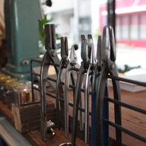 常に手入れをされた道具がお客様からも見える位置に並びます。