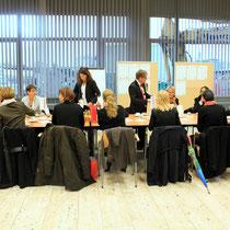 Wieder angekommen in der STRABAG Zentrale an der Alfred-Schütte-Allee: Diskussion und Kaffeetafel.