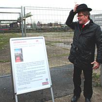 Rainer Maria Schäfer, Bereichsleiter Köln der STRABAG Real Estate GmbH, zieht den Hut.