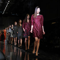 En la foto, el final del desfile de modas de Jaison presentado el 27 de marzo (foto: Sohn Ji-ae).