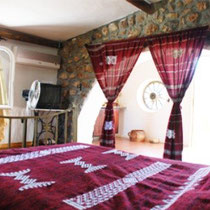Berbère: Room and bathroom. Equipped with air conditioning, heating and satellite TV.