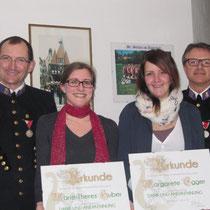 Kapellmeister Max Egger (li) und Obmann Hannes Laner (re) mit den Geehrten Marie-Theres Huber und Margarethe Egger. Nicht im Bild Verena Oberaigner,