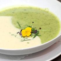 Vegane zweifarbige Suppe