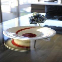 Hochzeitsschale mit rotem Glas, Unterglasur und Blattgold