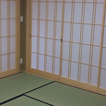 廻り廊下は全部、障子で仕切られてます。