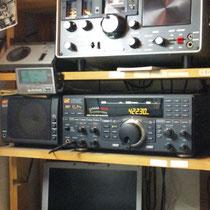 地震直後、日本無線NRD-545で422.3KHzUSBを受信中!