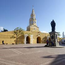 Bild: Eingang zum großen Platz in Cartagena