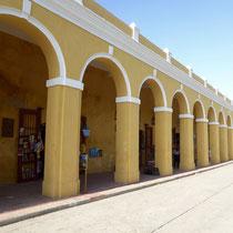 Bild: Marktplatz unter den Arkaden