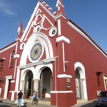 Bild: Farbenfrohe Kirche