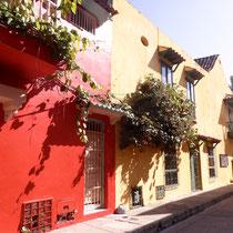 Bild: Bunte Straße in Cartagena