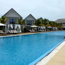Bild: Hotel mit Pool