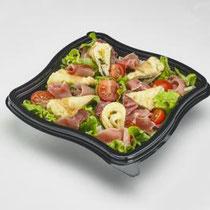 Authentique salade andalouse - Tortilla (omelette) aux herbes, de jambon Serrano, de tomate cerise, sur un lit de salade...