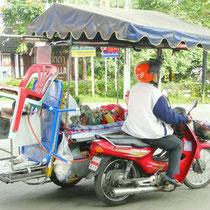 Verkaufsstand und Kinderwagen