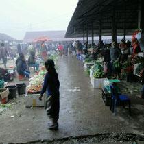 Fruehes Markttreiben