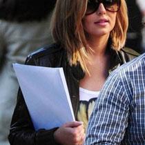 29/06/2011 - Cheryl montre sa nouvelle coupe en allant à l'Ambassade américaine de Londres.