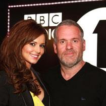 25 avril 2012 - Cheryl, en compagnie de Chris Moyles.