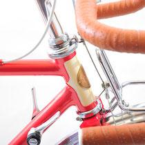 ヘッドチューブ部の塗り分けは、このフレームができた当初から構想にあったのですが、実はこのMさんの自転車が初めて。かわいいアクセントになっています。