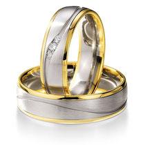 """Produktinformationen """"Ruesch Eheringe Platin und Gold mit Brillanten 66/07150-065"""" Die Ringe sind aus massivem Platin und Gelbgold fugenlos gefertigt, von innen und außen abgerundet und dadurch sehr angenehm zu tragen. In der Mitte ist eine wellenförmig"""