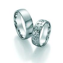 """Produktinformationen """"Ruesch Eheringe Platin mit Brillanten 02/50030-065""""  Massive Platin Trauringe, extra flach verarbeitet für einen angenehmen Tragekomfort. Da die Ringe kaum spürbar sind, werden Männer die sonst keine Ringe tragen diese lieben.  Ring"""