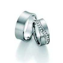 """Produktinformationen """"Ruesch Eheringe Platin mit Brillanten 02/50170-075""""  Massive Platin Trauringe, extra flach verarbeitet für einen angenehmen Tragekomfort. Da die Ringe kaum spürbar sind, werden Männer die sonst keine Ringe tragen diese lieben.  Ring"""
