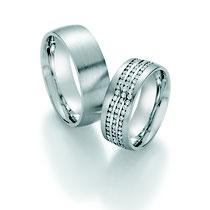 """Produktinformationen """"Ruesch Eheringe Platin mit Brillanten 02/50130-075""""  Massive Platin Trauringe, extra flach verarbeitet für einen angenehmen Tragekomfort. Da die Ringe kaum spürbar sind, werden Männer die sonst keine Ringe tragen diese lieben.  Ring"""