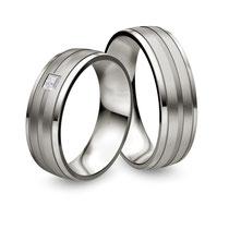 """Produktinformationen """"Ruesch Eheringe Platin mit Princess Schliff 02/40830-065 & 02/40840-065""""  Die Ringe sind aus massiven Platin fugenlos gefertigt und von innen und außen abgerundet, obwohl sie 2,2 mm Stark sind, sind sie besonders angenehm zu tragen"""