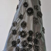 schwarzer Abendrock aus Seide mit Rosenapplikationen
