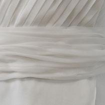 Hochzeitskleid aus Chiffon mit Plissee und Wickeltechnik