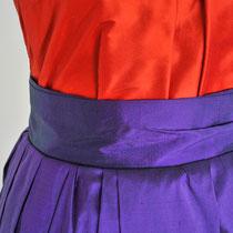 Abendtop in Orange kombiniert mit violettem Rock aus Dupionseide