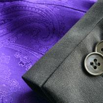 Anthrazitfarbener Blazer mit Kontrastfutter in Violett