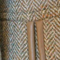 Harries Tweed mit paspelierter Tasche aus Leder