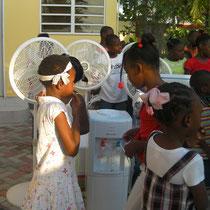 achats de ventilateurs, cantines,distributeur d'eau, de chaises, une télé