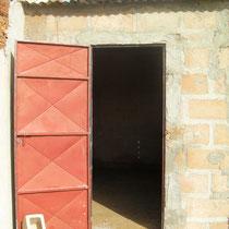 la porte est posée pour la cuisine