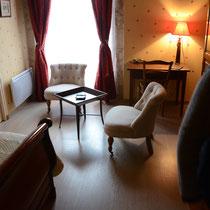 chambre Jehan des bois-coin salon- maison d'hôtes de la groie l'abbé