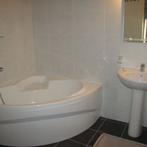 chambre vent de galerne- salle de bain- maison d'hôtes de la groie l'abbé