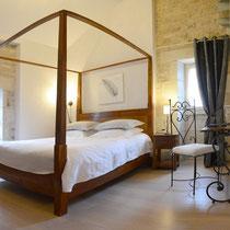 chambre vent de galerne- lit- maison d'hôtes de la groie l'abbé
