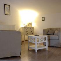 chambre maragot-coin salon- maison d'hôtes de la groie l'abbé