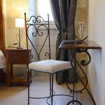 chambre vent de galerne- bureau- maison d'hôtes de la groie l'abbé