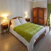 chambre nantelles -  côté lit double-maison d'hôtes de la groie l'abbé